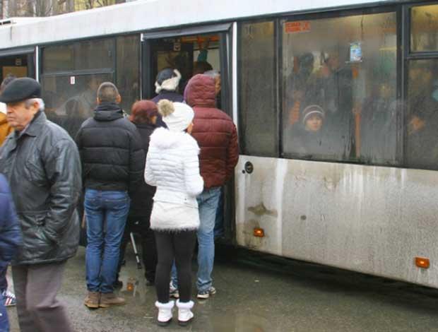 Abonamente Transurb cu 1 leu pentru gălăţenii care au salariu minim pe economie
