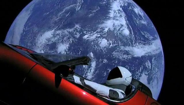 Află care sunt cele mai ciudate obiecte trimise în Spațiu!