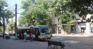 Primăria montează adăposturi pentru călători în toate staţiile