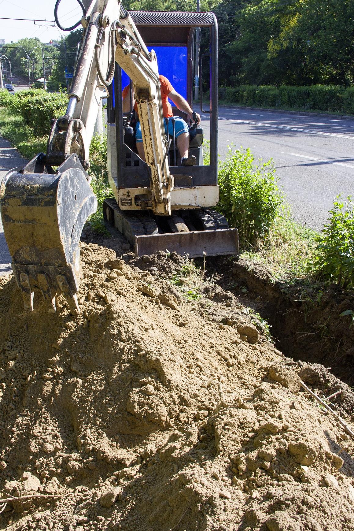 Au început lucrările de canalizație pe strada Brăilei