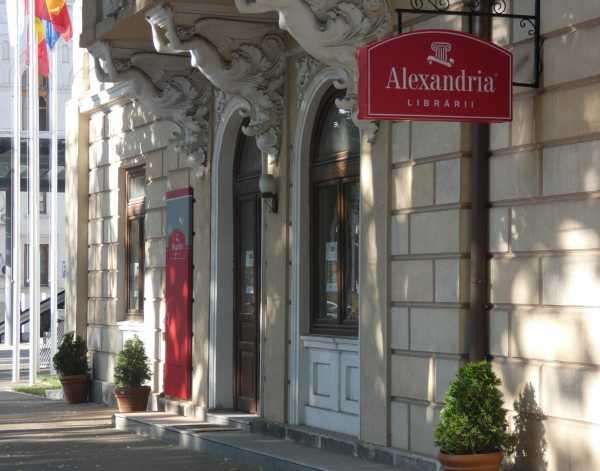 Târg de Ghiozdane Deștepte și cărți la deschiderea librăriei Alexandria