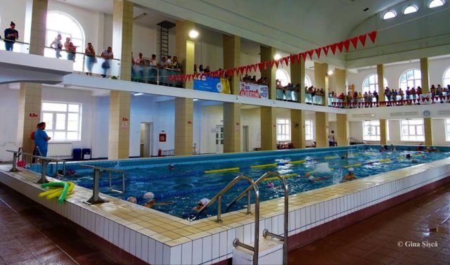 Programul la Bazinul de Înot