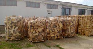 Se pot depune cereri pentru acordarea ajutoarelor de urgență constând în lemne de foc
