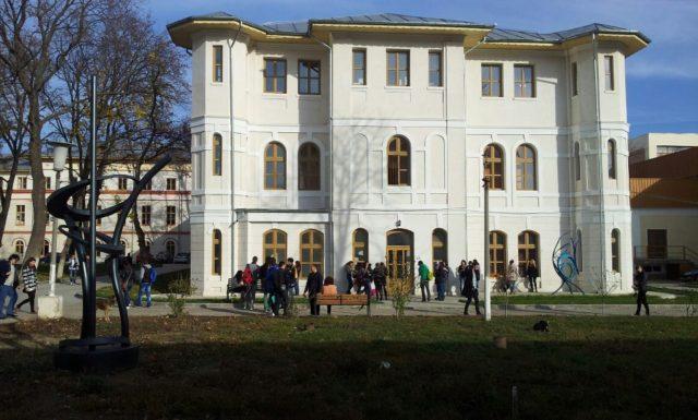 95 de absolvenți urmează a doua facultate la UDJG, pe locurile cu taxă