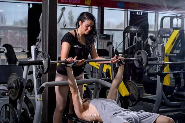 De ce să alegi un antrenor personal și ce beneficii îți oferă el