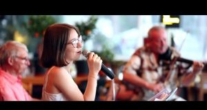 JazzNight Live cu Evergreen Duo & Ioana la Gossip Cafe
