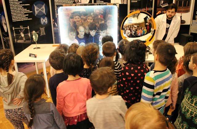 """Expoziția de știință interactivă """"Laborator 2.0"""", la Muzeul Brăilei """"Carol I"""""""