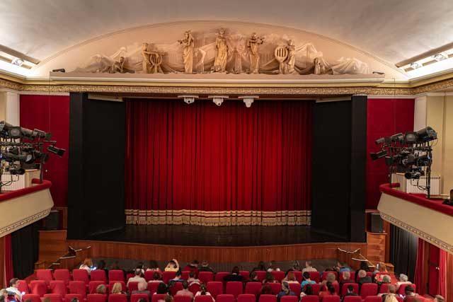 În iunie la Teatrul Dramatic plătești mai puțin. Profită de promoțiile lunii!