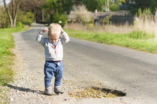 Te deranjează gropile, trotuarele stricate, lipsa coșurilor de gunoi? Ia atitudine!