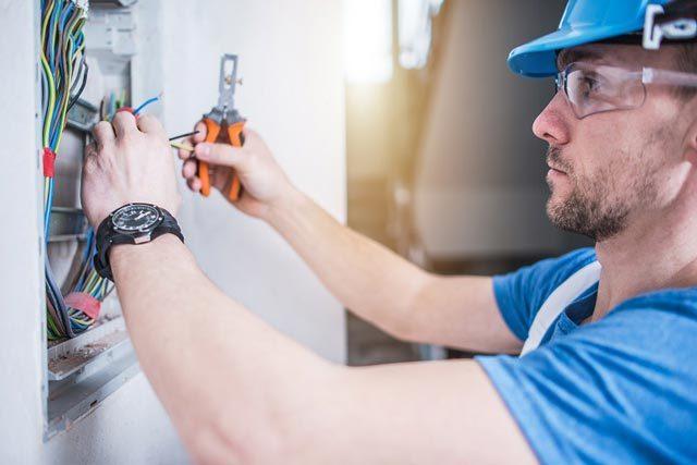 Serviciul de Administrare a Domeniului Public angajează electrician şi lăcătuș