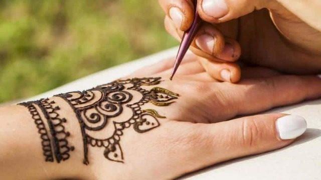 Poartă un altfel de accesoriu - Tatuaje temporare cu Henna