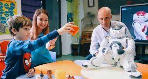 Robotul Nao - terapeutul copiilor cu autism vine la Galați