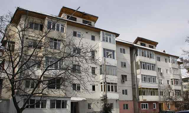 Opt blocuri din Galaţi modernizate