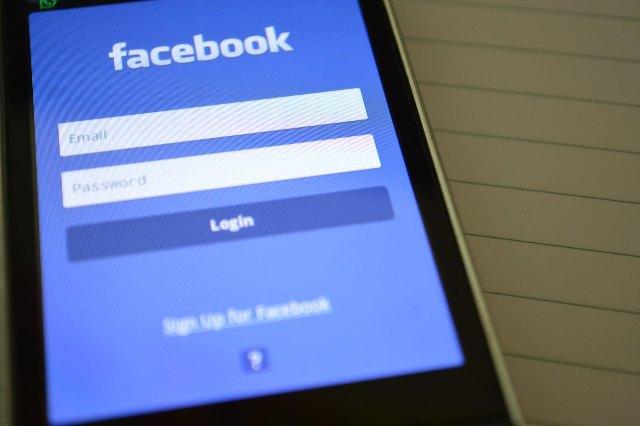 conturi false reţele socializare infracţiune